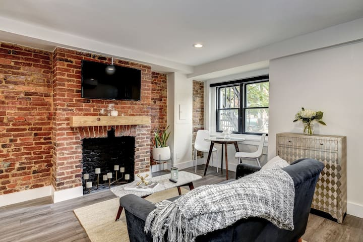 Completely Renovated, Modern 1-BR Apt in Shaw
