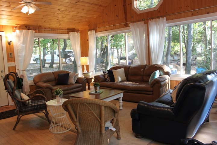 Rents Year Round- Blue Shore Cottage & Guest House