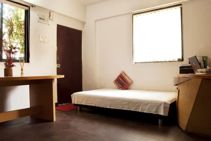 Studio in Bandra Mumbai available - Bombay - Bed & Breakfast