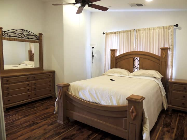 1 Brand New Guesthouse 1BD/1BR 1.6 miles to Strip!