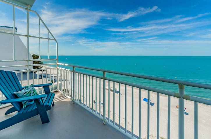 Penthouse PRIVATE BEACH front condo! OPEN!