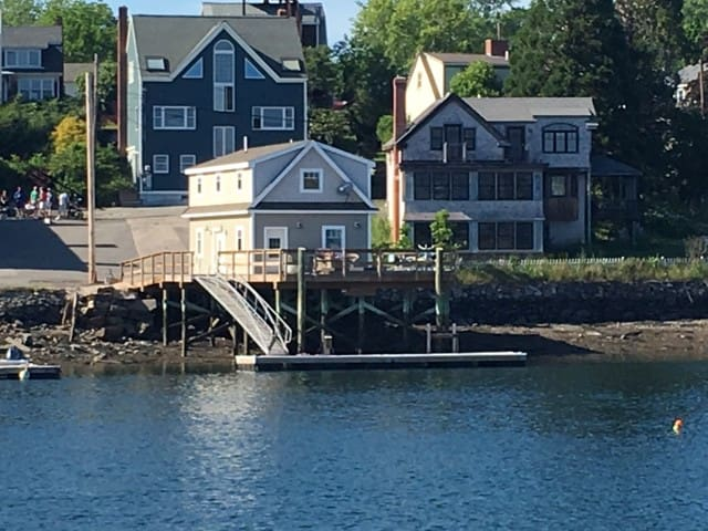 Walk to Portsmouth, NH - Boathouse on the water - Киттери - Дом