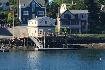 Walk to Portsmouth, NH - Boathouse on the water - Kittery - Ház