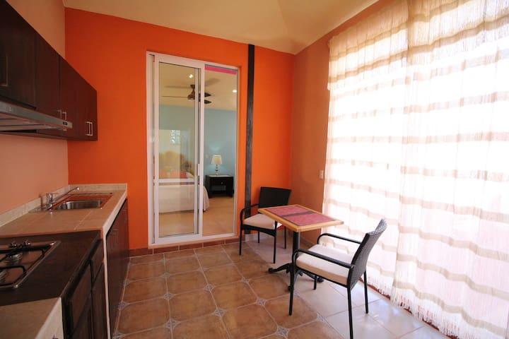 Living Comedor - Dinner room and Kitchen