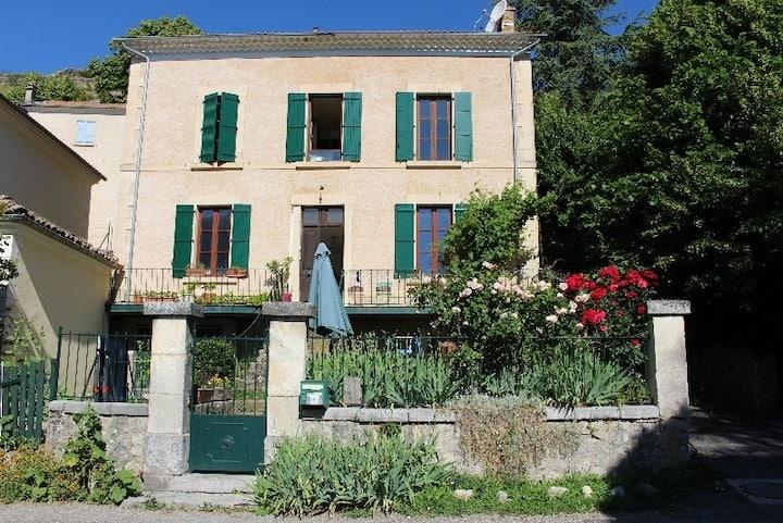"""Un charmant appartement de village """"Les 3 clés""""."""
