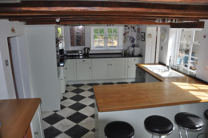 Spacious, well equipped kitchen with breakfast bar