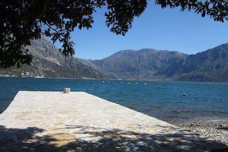 House + private dock , Naluka Trove - Morinj