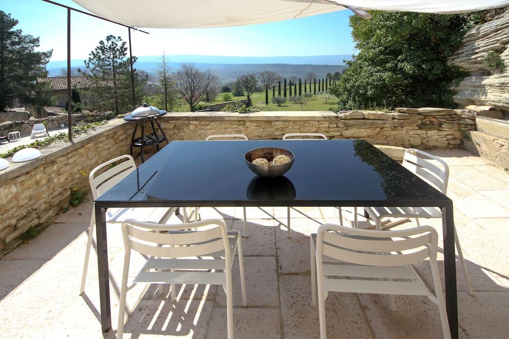 The terrace / La terrasse