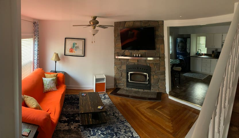 Cozy Downtown Digs