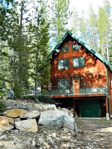 Castlepine Retreat Donner Summit-Sleeps 14 - Truckee - Blockhütte