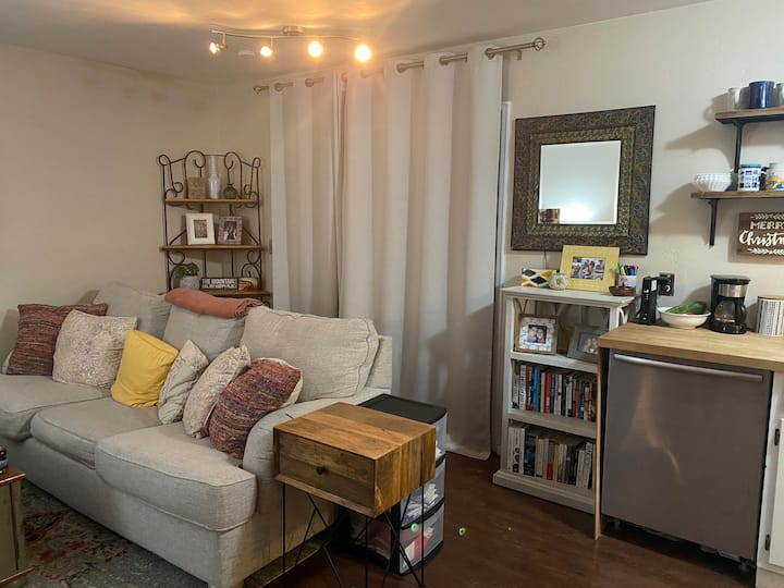 Cute, cozy and updated one bedroom condo.