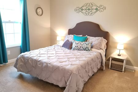 Varner Villa Room #2-New, clean relaxation!!