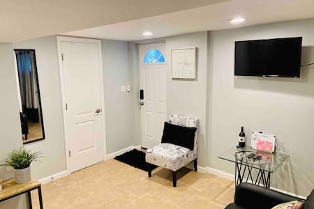 Welcoming space in DC, close to all amenities!