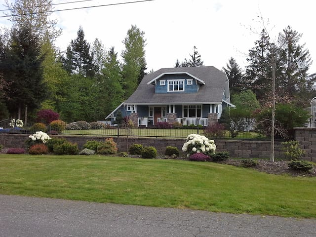 Bates Beach Hideaway Heritage Home - Courtenay - House