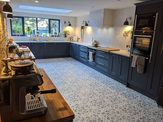 Newly Renovated Farmers cottage - Breakfast - R1