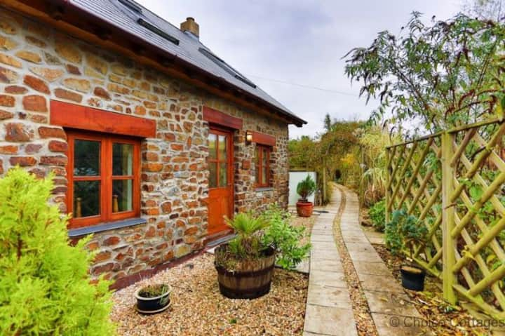CROYDE THATCHERS HIDEAWAY | 2 Bedrooms| Hot Tub Option* | Pets Welcome