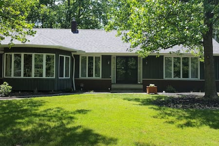 Private House in Brecksville 20 min to downtown - Brecksville - บ้าน