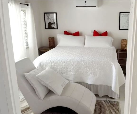 Master Suite  with en-suite bathroom A room should never  allow  the eye to focus  in one place.   Rent for a date night, Parents  getaway,  Or a Romantic  dinner on the pool deck watching sunset/silhouettes.