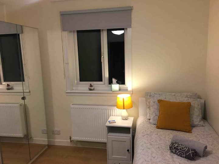 Cozy room, easy reach to the City Centre