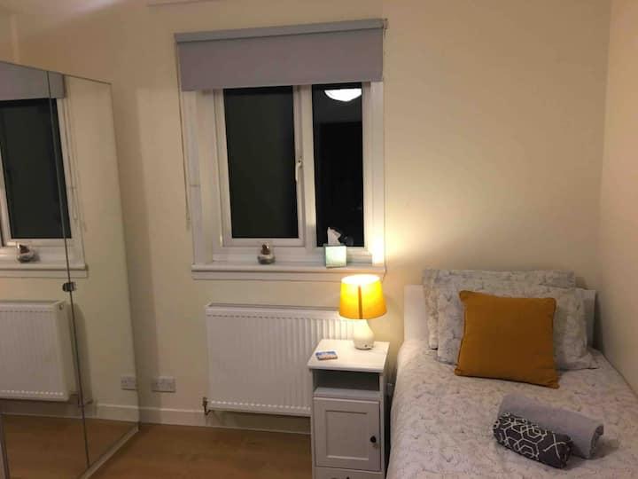 Cozy room, easy reach to the City Centre