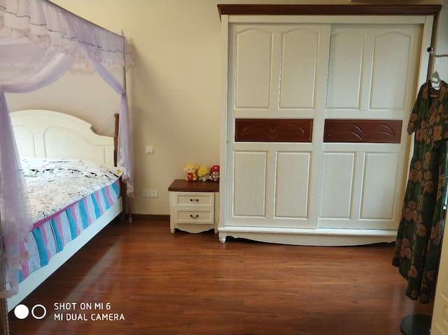 主卧,双人床,独立卫生间
