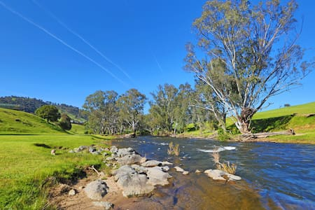 Elm Cottage Tumut - River Gum Pet Friendly Cottage