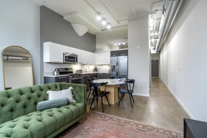 Airy West Loop 1BR w/ Gym, W/D, near RR & Fulton Market, by Blueground