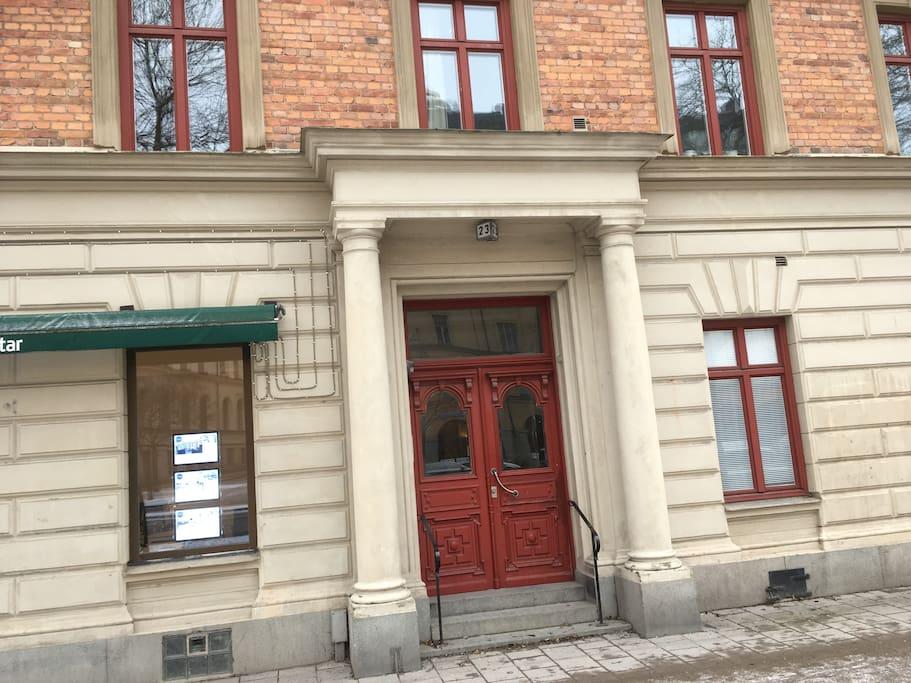 Porten Karlbergsvägen 23