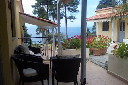 Beachfront bungalow in Evia island-northern- (ul) - Bungalow