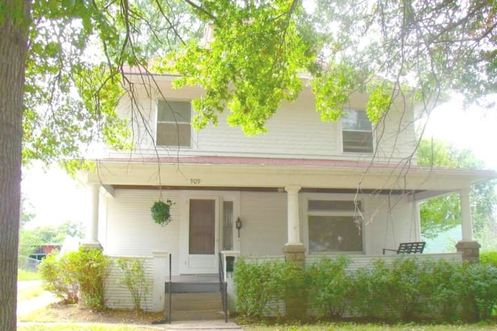 Charming Private Apartment in Atchison