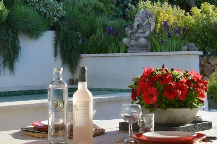 64 Le Mazet en Provence Piscine chauffée et jardin