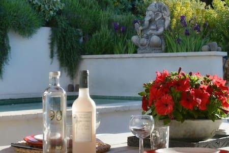64 Le Mazet Piscine chauffée, privative et jardin