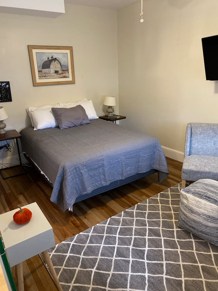 Newly renovated private cozy studio!!