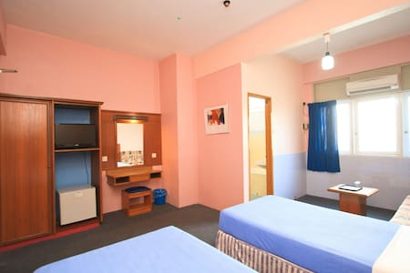 PRIVATE TWIN A/C ROOM WITH BATHROOM - Pulau Pinang - Bed & Breakfast