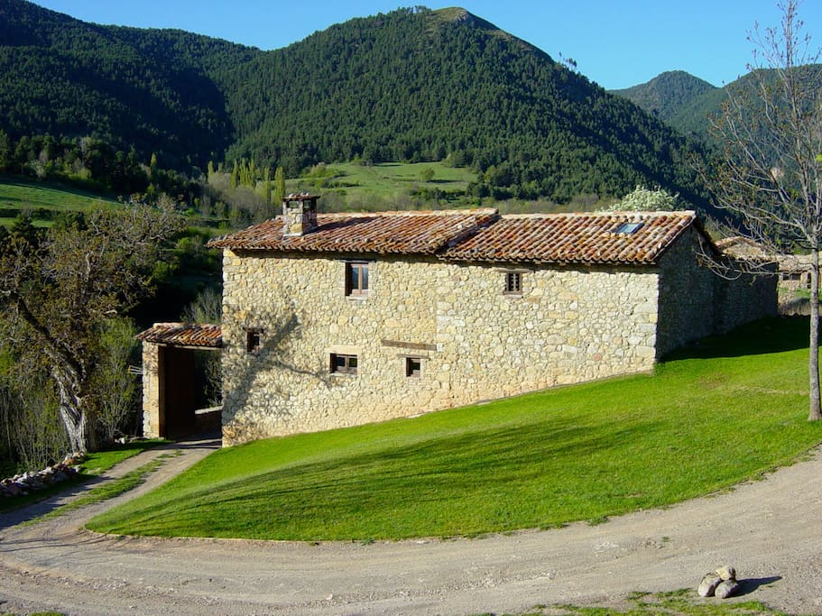 Eco cottage in the pyrenees villas for rent in bellver for Piani eco cottage