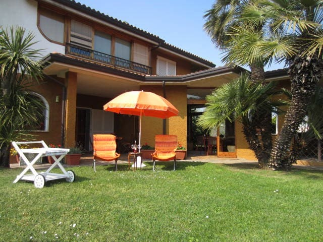 AMAZING VILLA ON GARDA LAKE-POOL - Padenghe sul Garda - Casa de camp