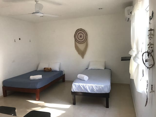 Habitación privada a 200mts de la playa!. (Room5)