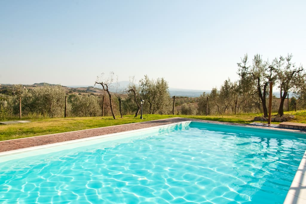 Relax at the pool with the stunnishing view into Tiber valley