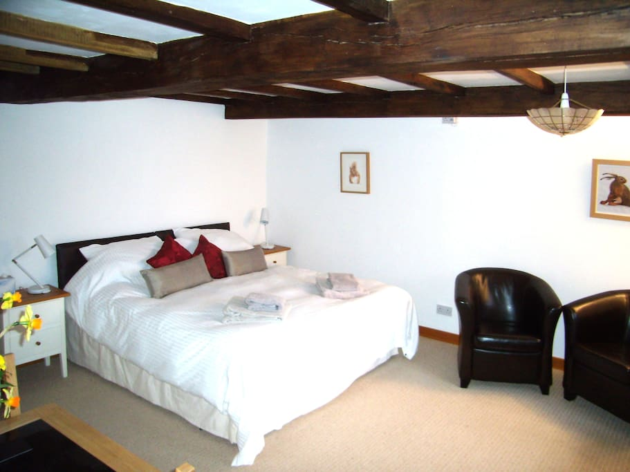 The Buttery, Trussel Barn, the bedroom