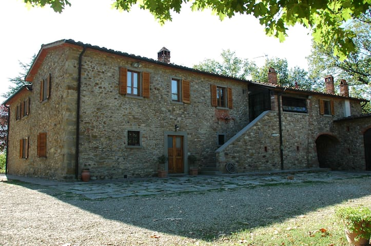 APT CAMINETTO 5 BEDS-POOL-AIR COND  - Arezzo - Apartemen