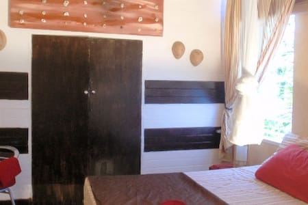 #1 CHARMING VILLA (private beach) - Ocho Rios - Bed & Breakfast