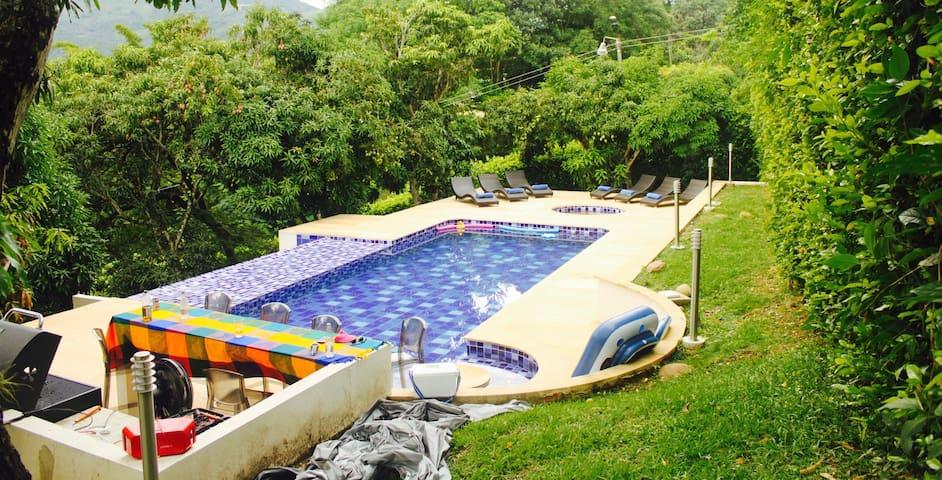 Hermosa casa con piscina y jacuzzi. Villeta - Villeta - House