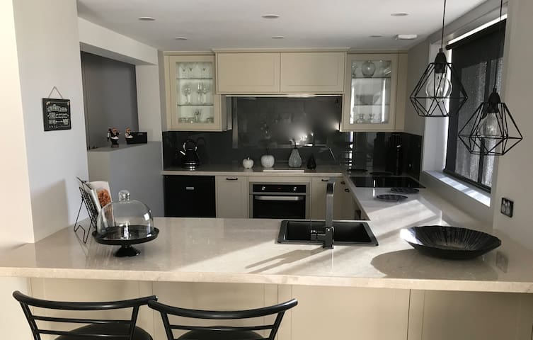 Stylish modern kitchen with quality inclusions.
