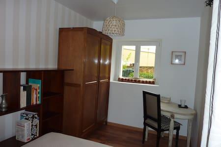 Chambre rez chaussée à 10 mn Place Stan en Tram - Saint-Max - Townhouse - 1