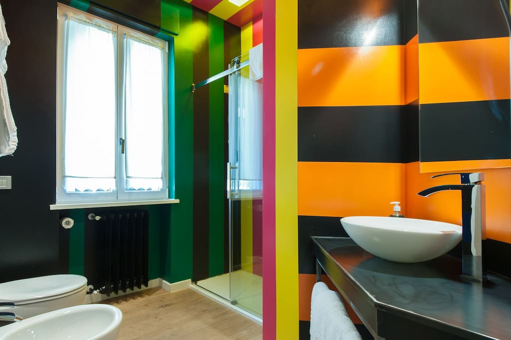 Double room colored bathroom