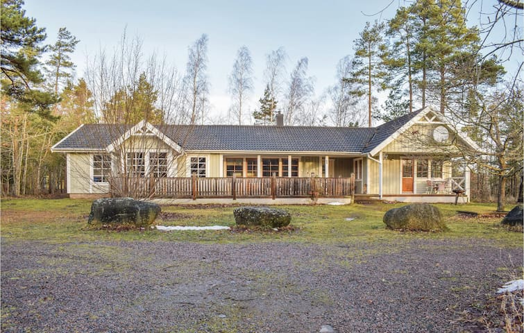 Holiday cottage with 4 bedrooms on 170m² in Köpingsvik