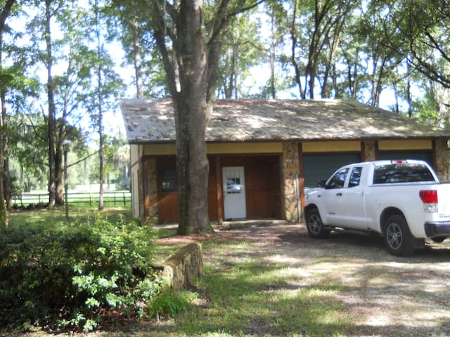 2 Deer Lodge - Micanopy - Apartment