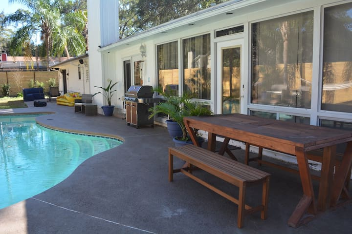Poolside. Billards. Uverse. Sleeps 12 - Jacksonville