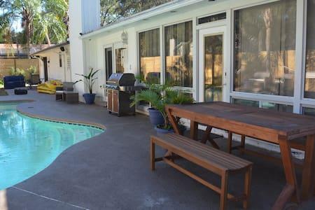 Poolside. Billards. Uverse. Sleeps 12 - Jacksonville - Haus