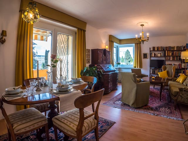 "Apartment""Maria Theresia""    3-Zimmer,sonnig,ruhig"